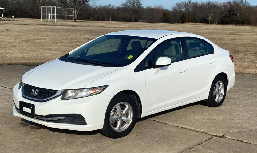 2013 WHITE /TAN Honda Civic CNG Sedan 5-Speed AT (19XFB5F58DE) with an 1.8L L4 SOHC 16V CNG engine, 5A transmission, located at 17760 Hwy 62, Morris, OK, 74445, (918) 733-4887, 35.609104, -95.877060 - Photo #0