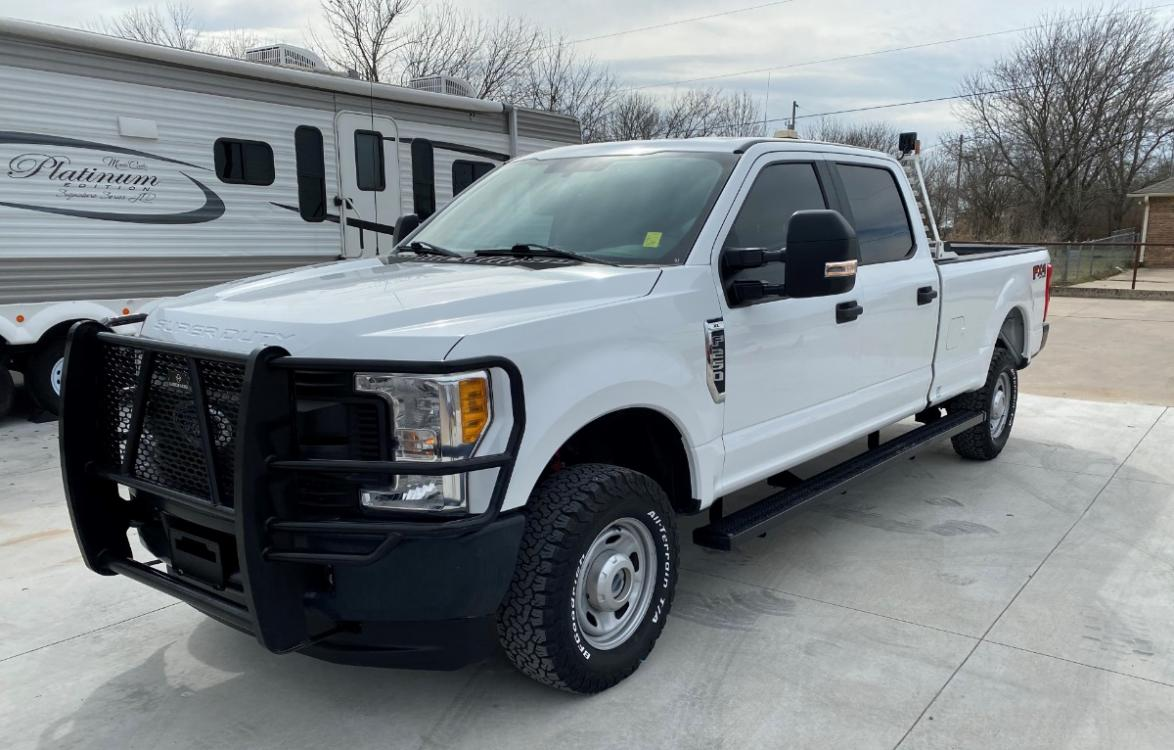 2017 WHITE Ford F-250 Crew Cab 4WD (1FT7W2B69HE) with an 6.2L V8 OHV 16V engine, 6A transmission, located at 17760 Hwy 62, Morris, OK, 74445, (918) 733-4887, 35.609104, -95.877060 - Photo #0