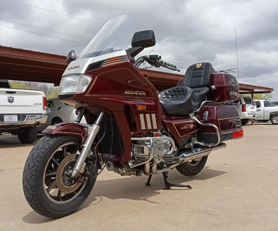1986 RED Honda GL1200 INTERSTATE (1HFSC1412GA) with an 1182CC engine, 5 SPEED MANUAL transmission, located at 17760 HWY 62, MORRIS, OK, 74445, 35.609104, -95.877060 - Photo #1